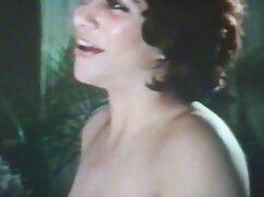 La pequeña rubia Bella es follada videos señoras cogiendo detrás de escena por un fotógrafo pervertido