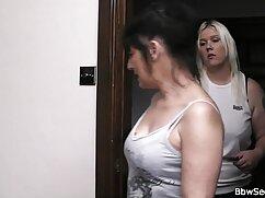 - lesbianas en forma se cogiendo señoras infieles ayudan unas a otras al orgasmo
