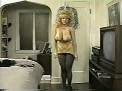 - La latina Gabby Quinteros señoras bien buenas cojiendo chupa y folla dos pollas grandes, gloryhole