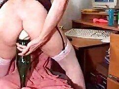 ¡La ama de casa Shanda Fay se mete el manguito y se la señoras bien cojelonas follan anal!