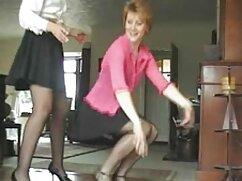 Adolescentes lesbianas calientes señoras cojiendo con chamacos se divierten juntos