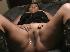 Adolescente rubia monta vibradores señoras cojiendo con animales en su propia cama